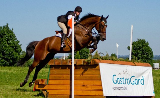 Kendal and Totally Frank competing at Dreamcrest in 2011. Photo by Tristan Lehari.