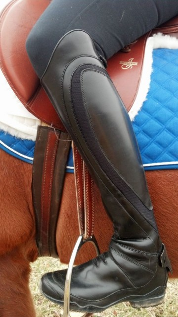 Side view of the Volant boot while I'm in the saddle...aren't I totally stylin'?