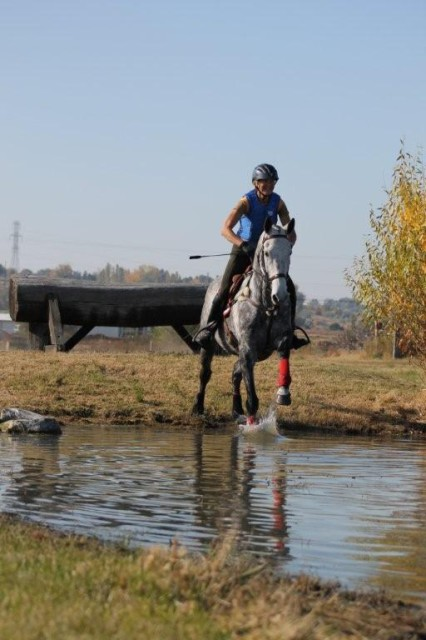 Amrita Ibold and Turkmen Air schooling XC barefoot. Photo by Jenny Rice.