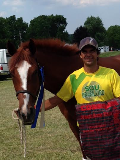 Nilson da Silva and Cash with their blue ribbon. Photo courtesy of Nan Rawlins/FLAIR.