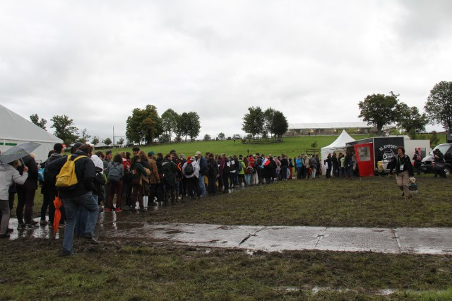 The line outside one of three food vendors at Haras du Pin on Thursday. Photo by Leslie Wylie.