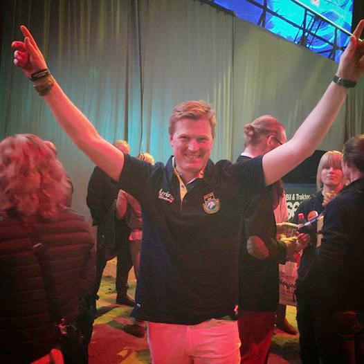 Niklas Lindbäck celebrates the win. Photo via the Sweden International Horse Show Facebook page.