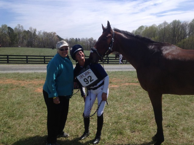 Nina Gardner, Jennie Brannigan and Cambalda celebrate their winning weekend. Photo via Laura Reilly on Facebook.