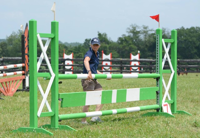 Jan Byyny sets fences at Surefire Farm. Photo by Jenni Autry.