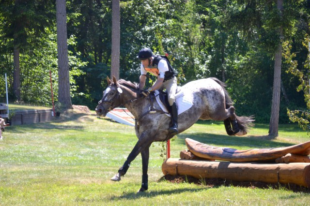 Todd Trewin and Hopeless Wanderer won the Zeit Capital LLC Open Beginner Novice. Photo by Chesna Klimek.