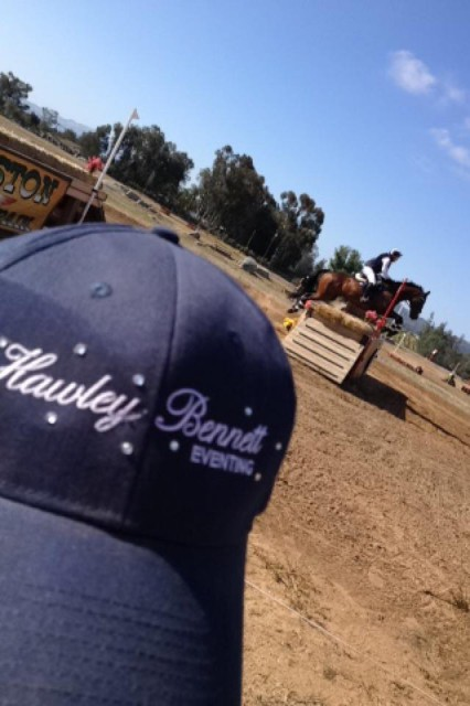 Isabella Kelley perfectly times her photo to catch Hawley Bennett and Bodark in the 2*!