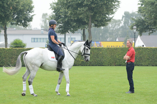 Gemma Tattersall stops to chat with German team coach Chris Bartle. Photo by Jenni Autry.