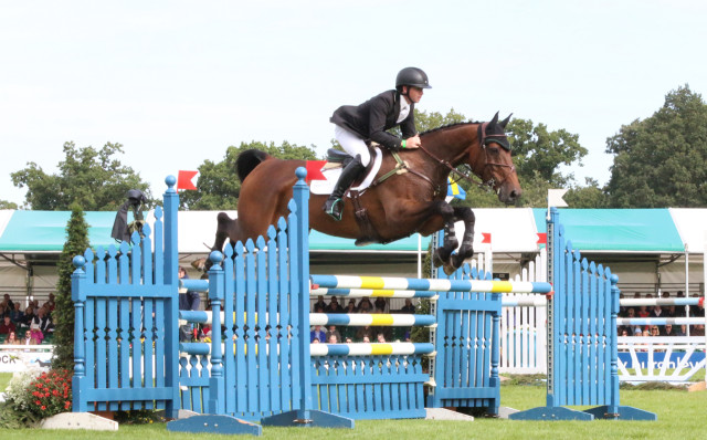 Tim Bourke and Luckaun Quality en route to completing the Land Rover Burghley CCI****