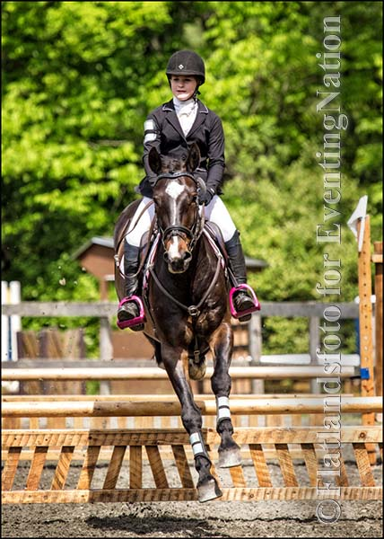 Winners of the Junior Beginner Novice division, Hanna Slater and Kynynmont Black Tuxedo. Photo by Joan Davis/ Flatlandsfoto