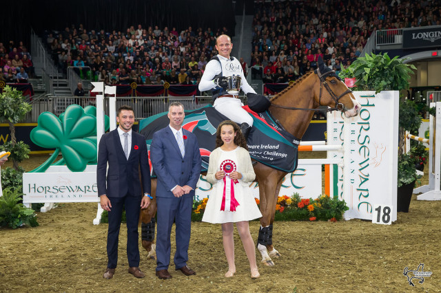 Michael Jung with Cruising Guy's owner Shawn Ferguson (left) and Kelly Nicholls of Horseware Products and his daughter. Photo by Ben Radvanyi Photography.