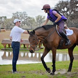 Lisa Hickey thanking Joseph Murphy after riding in his Ocala clinic last month with her 11-year-old Thoroughbred No Pipps. Photo by Jenni Autry.
