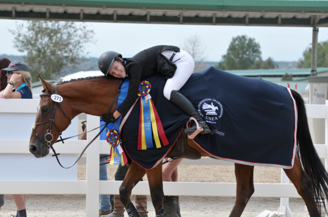 2018 AEC Jr. Beginner Novice champions Ella Robinson and Fernhill Fearless des Terdrix. Photo by Leslie Wylie.