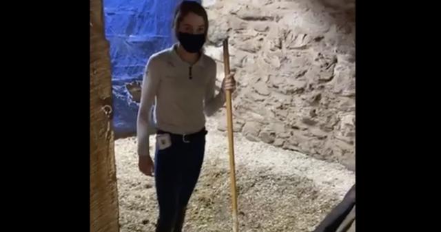 Terça-feira Vídeo da Horseware: Stall Cleaning 101 com Full Moon Farm | Nação de eventos culturais 1